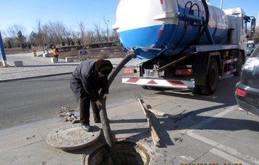 西安化粪池清理现场|西安污水井疏通|备有高压疏通吸污车